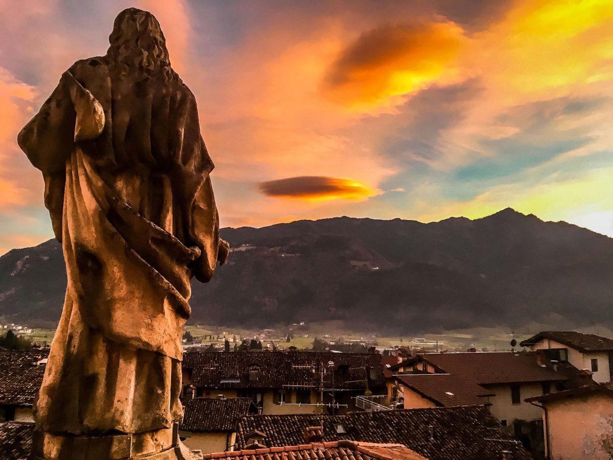 Tramonto a Clusone: fotografia presso la Basilica Santa Maria Assunta a Clusone, Bergamo, Lombardia