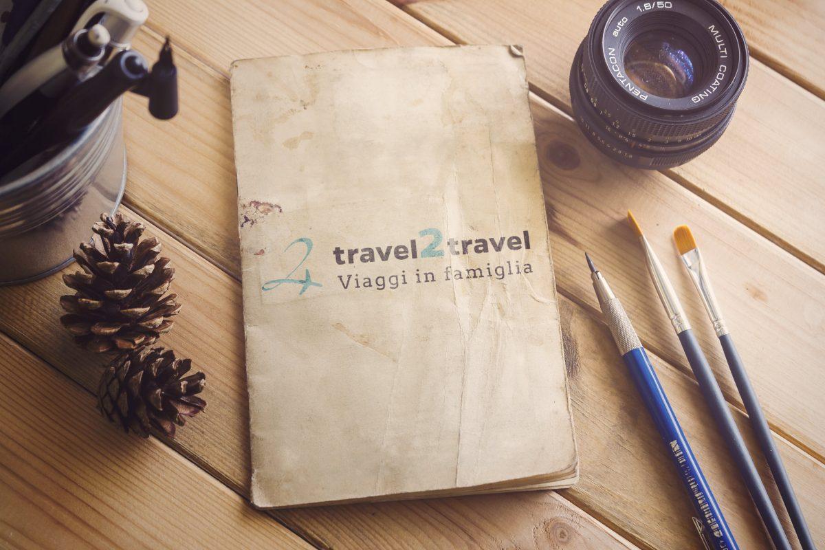 mockup-presentazione-logo-travel2travel-viaggi-vacanze-avventura-in-famiglia-con-i-bambini